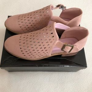 Mata blush faux suede open booties with strap! Sz8